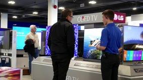 Movimiento del comprador que pide que la promoción de la TV compre