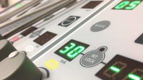 Movimiento del equipo eléctrico del estímulo usado para la fisioterapia almacen de video