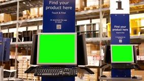 Movimiento del ordenador verde de la pantalla en el lugar del almacenamiento