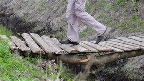 Movimiento del puente de madera almacen de metraje de vídeo