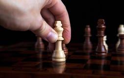 Movimiento del rey del juego de ajedrez Foto de archivo