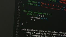 Movimiento en sentido vertical del programador hacia arriba y hacia abajo y comprobando el código para saber si hay corregir conc almacen de metraje de vídeo