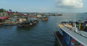 Movimiento entre los barcos de los pescadores metrajes