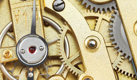 Movimiento mecánico de cobre amarillo del reloj del vintage Foto de archivo libre de regalías