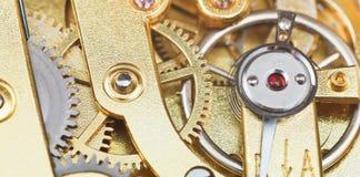 Movimiento mecánico de cobre amarillo del reloj del vintage Fotografía de archivo libre de regalías
