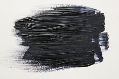 Movimiento negro del cepillo de la acuarela sobre el fondo blanco imagenes de archivo