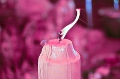 Movimiento rosado de la llama en la vela Foto de archivo libre de regalías