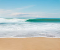 Movimiento y playa de onda Fotos de archivo libres de regalías
