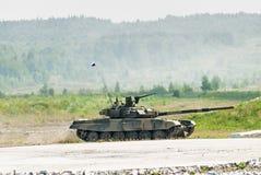 Movimientos del tanque T-80s Imagen de archivo