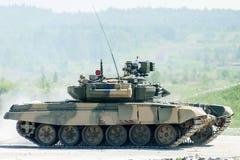 Movimientos del tanque T-80s Imágenes de archivo libres de regalías