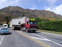 Moving деревянный дом в Новой Зеландии стоковое изображение rf