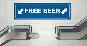 Moving лестницы эскалатора, свободный знак пива Стоковые Фото