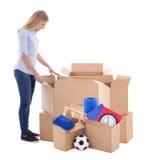 Moving концепция дня - картонные коробки упаковки женщины изолированные на w Стоковая Фотография