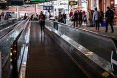 Moving пассажир авиапорта дорожки Стоковые Фото