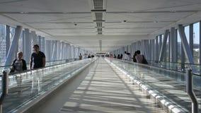 Moving соединение тротуара в моле Дубай видеоматериал