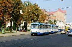 Moving трамвай в городке Стоковое фото RF