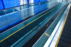 Moving эскалатор дорожки Стоковые Изображения RF