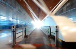 Moving эскалатор дорожки Стоковая Фотография