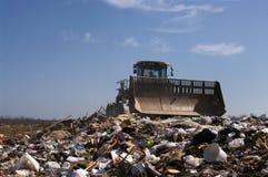 moving avfall för nedgrävning av sopor Arkivfoton