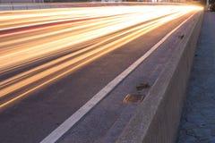 Moving bil med blurlampaperspektiv Royaltyfri Fotografi