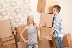 Moving house: Young couple with box. In new home Royalty Free Stock Photos