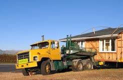 moving lastbil för stort hus Arkivbilder