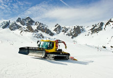 Moving snowcat Royalty Free Stock Photography