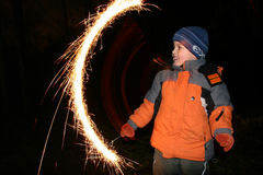 moving sparkler för 2 barn Royaltyfri Fotografi