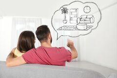 Free Moving To New House. Couple Imagining Living Room Arrangement. Illustrated Interior In Speech Bubble Stock Photos - 179884973