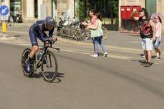 Movistar Zespala się konkurenta przy wysoką prędkością przy Giro 2017, Mediolan Fotografia Stock