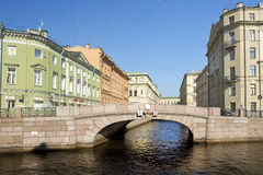 Moyka河的堤防在圣彼得堡,俄罗斯 免版税库存照片