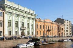 Moyka河的堤防在圣彼得堡,俄罗斯 库存图片