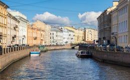 Moyka河的堤防的看法在圣彼德堡 免版税图库摄影