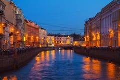 Moyka-Fluss in St Petersburg, Russland nachts Lizenzfreie Stockfotografie