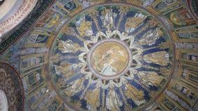 Mozaïek van het plafond van Baptistery van Orthodox in Ravenna stock videobeelden