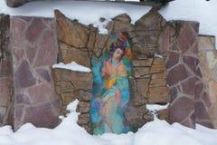 Mozaïekbeeld van de toegewijde bron van de baden in de winter, dichtbij het landgoed Serednikovo stock illustratie