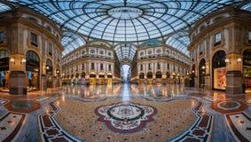 Mozaïekvloer en Glaskoepel in Galleria Vittorio Emanuele II Royalty-vrije Stock Foto