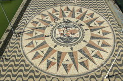 Mozaika kompas i światowa mapa Zdjęcia Royalty Free