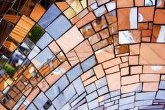 Mozaiki lustra kawałki na rzeźbie zdjęcia royalty free