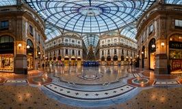 Mozaiki szkła i podłoga kopuła w Galleria Vittorio Emanuele II wewnątrz Zdjęcia Royalty Free