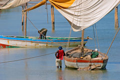 Mozambican fishermen, Vilanculos, Mozambique. Fishermen and their traditional sail boats (dhows), Vilanculos coastal sanctuary, Mozambique, southern Africa Stock Photos