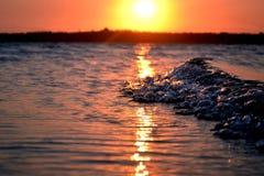 Mozambiqe do por do sol da onda Fotos de Stock Royalty Free