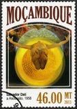 MOZAMBIQUE - 2013: toont de Beklimming, 1958, door Salvador Dali 1904-1989 Stock Afbeeldingen