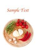 Mozarela, tomates, salchichones e hierbas y texto Imagen de archivo