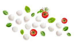 Mozarella, basila liść i pomidory odizolowywający na białym Backgroun, obraz royalty free