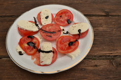 Mozarella mit Tomaten Lizenzfreie Stockfotografie