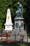 Mozart conmemorativo y sepulcro de Beethoven en Viena Imagenes de archivo