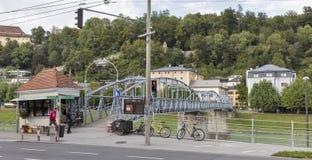 Mozart most nad Salzach rzeką w Salzburg, Austria Obraz Royalty Free