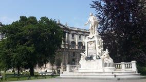 Mozart statua w Wiedeń Burggrten i Hofburg Austria zdjęcia stock
