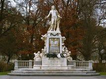 mozart staty arkivbild